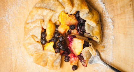 grilled blueberry and peach pie