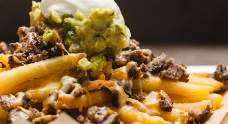 carne asada fries with guacamole