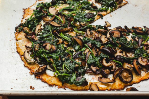 cauliflower pizza crust with spinach goat chese shitake mushroom garlic