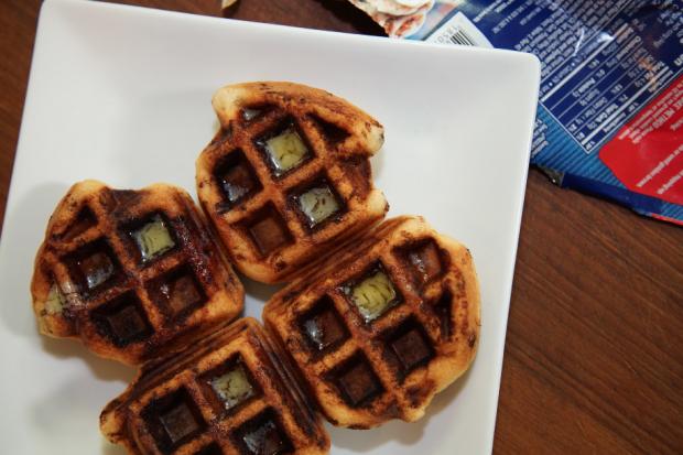 cinnamon bun waffles - the sam livecast